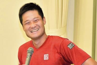 来年の東京パラリンピックを控え、講演する国枝選手=千葉県柏市の麗沢大学で