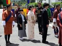 Crown Prince Akishino, Crown Princess Kiko and their son Prince Hisahito proceed to the Tashichho Dzong castle to meet Bhutanese King Jigme Khesar Namgyel Wangchuck in Thimphu, Bhutan, on Aug. 19, 2019. (Mainichi/Masahiro Ogawa)