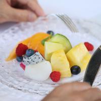 菅義偉官房長官が朝食に食べたフルーツの盛り合わせ=東京都千代田区で、吉田航太撮影