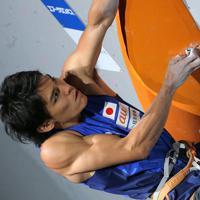 男子複合決勝、楢崎智亜のリード=東京・エスフォルタアリーナ八王子で2019年8月21日、宮武祐希撮影