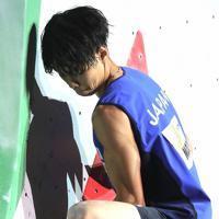 男子複合決勝のボルダリング第1課題を攻める原田海=東京・エスフォルタアリーナ八王子で2019年8月21日、宮武祐希撮影