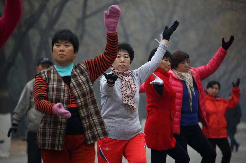 国民の健康意識の高まりで、関連市場も拡大するか(Bloomberg)
