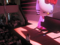 Hello Kitty is seen starring in a story in which she dreams of becoming a pianist, at the Hello Kitty Theater Box in Awaji, Hyogo Prefecture, on Aug. 11, 2019. (Mainichi/Katsuyuki Ijichi)