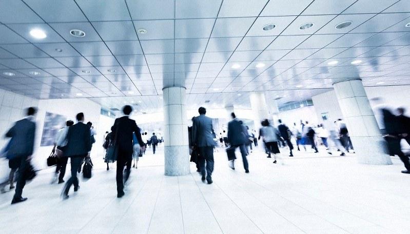 日本の生産年齢人口はどんどん減っている