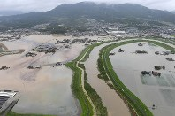 Farmland and other areas are seen flooded from a Mainichi Shimbun helicopter near the Saga Prefecture towns of Omachi and Shiroishi in the northern Kyushu region on Aug. 28, 2019. (Mainichi/Toyokazu Tsumura)
