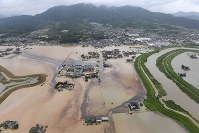 Farmland is seen flooded from a Mainichi Shimbun helicopter in the town of Omachi, Saga Prefecture, in the northern Kyushu region on Aug. 28, 2019. (Mainichi/Toyokazu Tsumura)