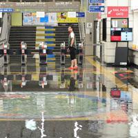 冠水したJR佐賀駅の構内=佐賀市で2019年8月28日午前10時14分、須賀川理撮影
