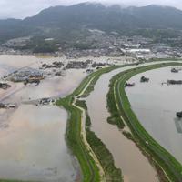 大雨で浸水した農地など=佐賀県大町町と白石町の境界で2019年8月28日午前11時41分、本社ヘリから津村豊和撮影