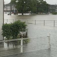 大雨で浸水した住宅地=佐賀県武雄市北方町で2019年8月28日午前8時30分(読者提供)