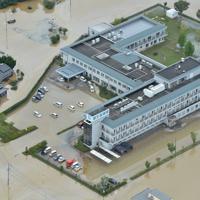 大雨の影響で孤立した順天堂病院=佐賀県大町町で2019年8月29日午後0時28分、本社ヘリから金澤稔撮影