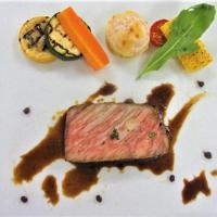 国産和牛ロース肉のコンフィ、和山椒(さんしょう)風味焼き