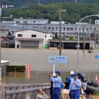 周囲が冠水して孤立が続く順天堂病院=佐賀県大町町で2019年8月29日午前8時59分、浅野孝仁撮影