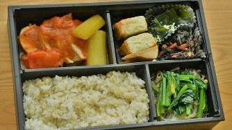 「NARO Style弁当」の一例。メニューは、鶏肉のにんじんトマトソース煮とかぼちゃのチーズ焼き