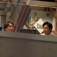 解説席で並ぶ高橋由伸さん(右)と松井秀喜さん=東京ドームで2019年8月29日、梅村直承撮影