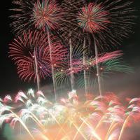 夜空を彩る「大曲の花火」(34秒露光)=秋田県大仙市で2019年8月31日午後8時7分、和田大典撮影