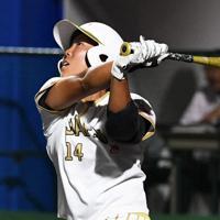 【台湾-日本】五回裏日本無死三塁、左前適時打を放つ内藤=宇津木スタジアムで2019年8月31日、大西岳彦撮影