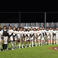 【台湾-日本】台湾に勝利し決勝進出を決めた日本の選手たち=宇津木スタジアムで2019年8月31日、大西岳彦撮影