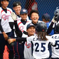 【チェコ-台湾】チェコにサヨナラ勝ちし、喜ぶ台湾の選手たち=宇津木スタジアムで2019年9月1日、大西岳彦撮影