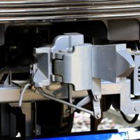 JR新宿駅に停車する相模鉄道の「12000系」の試運転列車の連結器=JR新宿駅で2019年9月2日午後、梅村直承撮影