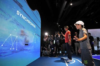 子供たちも招いて行われた日本オリンピックミュージアムの内覧会。体験型のコーナーでは、ジャンプやシンクロ率、射撃の正確性など、五輪選手の身体能力の高さを体感できる=東京都新宿区の「ジャパン・スポーツ・オリンピック・スクエア」で2019年9月2日午後1時31分、手塚耕一郎撮影