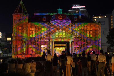 旧福岡県公会堂貴賓館を彩ったプロジェクションマッピング=福岡市中央区で2019年9月2日午後8時7分、森園道子撮影