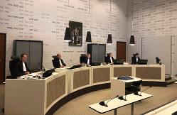 オランダで安楽死合法化から初めて医師が刑事責任を問われた公判が開かれたハーグの法廷=AP