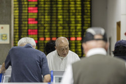 投資家がリスクを負い、運用側は能力が問われるようになった(Bllomberg)
