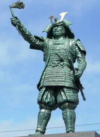 「島津義弘公」の銅像=宮崎県えびの市で2018年3月4日、重春次男撮影