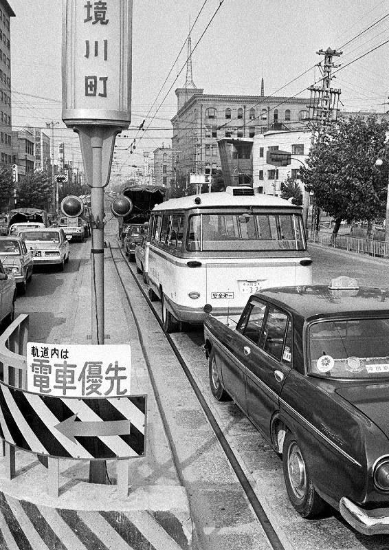 路面電車優先 /大阪 | 毎日新聞