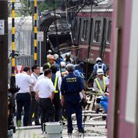 京急線の列車とトラックが衝突した事故現場=横浜市神奈川区で2019年9月5日午後1時28分、滝川大貴撮影