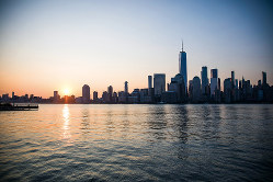 美しく暮れていくハドソン川(Bloomberg)