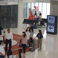 増築され、混雑が緩和された第3旅客ターミナルビルの1階到着ロビー=成田空港で