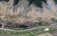 Reconstruction work is seen from a Mainichi Shimbun aircraft at a site where a landslide hit residents' houses following a powerful earthquake that struck Hokkaido one year ago, in the prefecture town of Atsuma on Aug. 26, 2019. (Mainichi/Tatsuya Fujii)