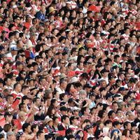 ラグビー日本代表のW杯決起会で盛り上がるスタンドのファンたち=東京・秩父宮ラグビー場で2019年9月7日、竹内紀臣撮影