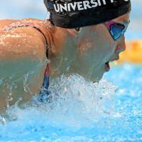 女子200メートル個人メドレー決勝を制した今井月のバタフライ=東京・辰巳国際水泳場で2019年9月7日、梅村直承撮影