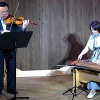 きのくに音楽祭のテーマ曲の音合わせをするバイオリニストの澤和樹さん(左)と箏曲家の西陽子さん=和歌山市狐島のLURUホールで、実行委提供