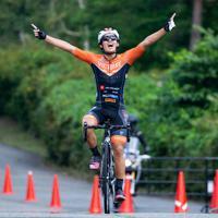 自転車のJプロツアー第15戦を制した谷順成=全日本実業団自転車競技連盟提供
