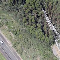 台風15号の影響で倒れた送電線の鉄塔=千葉県君津市で2019年9月9日午後0時41分、本社ヘリから玉城達郎撮影