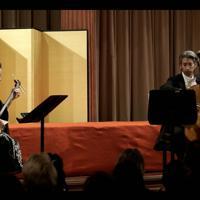共演する三味線の四世今藤長十郎さん(左)とウィーン・フィルハーモニー管弦楽団のチェロ奏者、ヘーデンボルク直樹さん(右)=ウィーンで2019年9月6日、マックス・バルナー氏撮影
