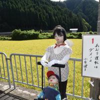 あおり運転を題材にしたかかし=奈良県御杖村で2019年9月6日、広瀬晃子撮影