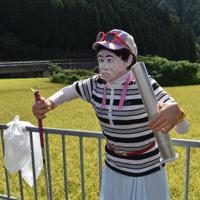 全英オープンで優勝して喜ぶプロゴルファー、渋野日向子選手のかかし=奈良県御杖村で2019年9月6日、広瀬晃子撮影