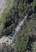 A transmission tower for electrical power is seen collapsed from a Mainichi Shimbun helicopter after Typhoon Faxai struck the city of Kimitsu, Chiba Prefecture, on Sept. 9, 2019. (Mainichi/Tatsuro Tamaki)