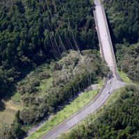 台風15号の影響で倒壊した送電線の鉄塔=千葉県君津市で2019年9月9日午後0時41分、本社ヘリから玉城達郎撮影