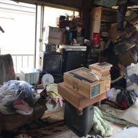 あんどが相談を受けた時に知的障害のある兄弟が住んでいた賃貸住宅は、ゴミであふれかえっていた=2017年6月ごろ(あんど提供)