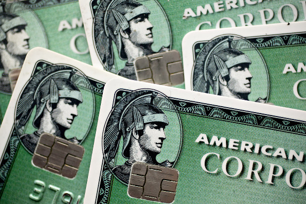アメリカン・エキスプレスのクレジットカード(Bloomberg)