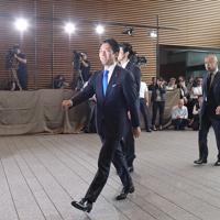 首相官邸に入る環境相に就任が内定した小泉進次郎氏=2019年9月11日午後1時24分、川田雅浩撮影
