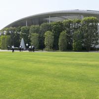 整備工事が完了してからまもなく1年になり、報道公開された「祈りの杜」=兵庫県尼崎市で2019年9月11日午後0時42分、加古信志撮影
