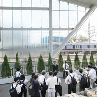 「祈りの杜」の整備工事が完了してからまもなく1年になり、事故の風化防止に向けた取り組みが報道陣に紹介された=兵庫県尼崎市で2019年9月11日午後1時17分、加古信志撮影
