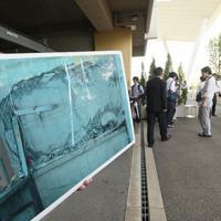 「祈りの杜」の整備工事が完了してからまもなく1年になり、事故の風化防止に向けた取り組みが報道陣に紹介された=兵庫県尼崎市で2019年9月11日午後1時10分、加古信志撮影