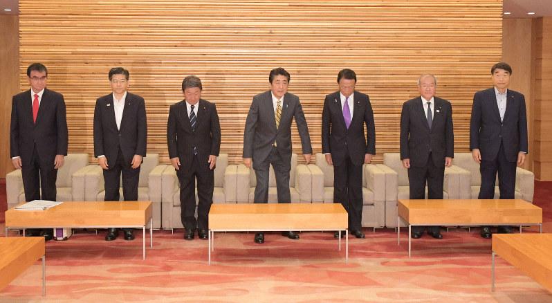 菅官房長官「全員野球内閣として成果」 臨時閣議後の記者会見で   毎日新聞